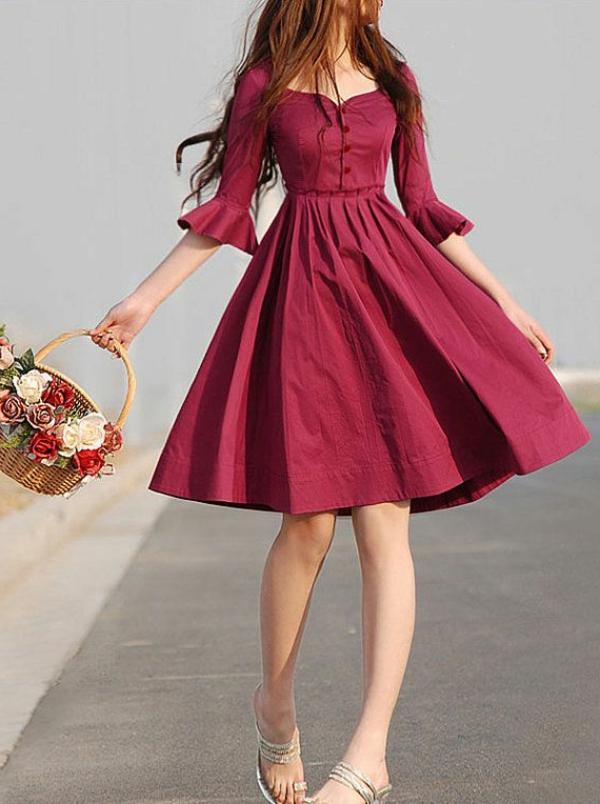 pantone-farbe-marsala-sehr-kreatives-design-vom-kleid - mädchen mit einem kleid