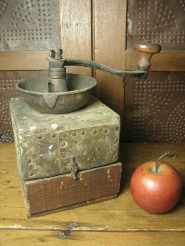 primitive-handgemachte-Kaffee-Mühle-Apfel