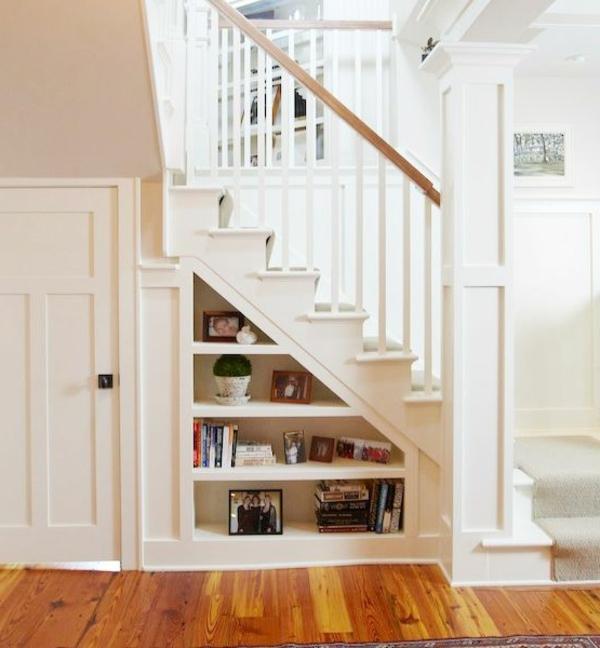 regal-treppe-weiß-und-interessant-aussehen