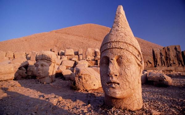 reisen-in-die-türkei-große-skulpturen-großartig aussehen