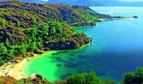 reisen-in-die-türkey-grüne-farbschemen-sehr-schönes-wasser