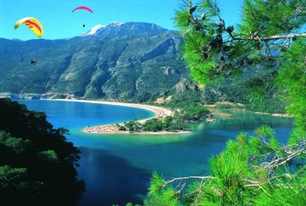 reisen-in-die-türkey-herrliches-gebirge-grüne-natur