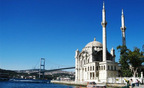 reisen-in-die-türkey-istanbul-mit-herrlicher-architektur - weiße farbe