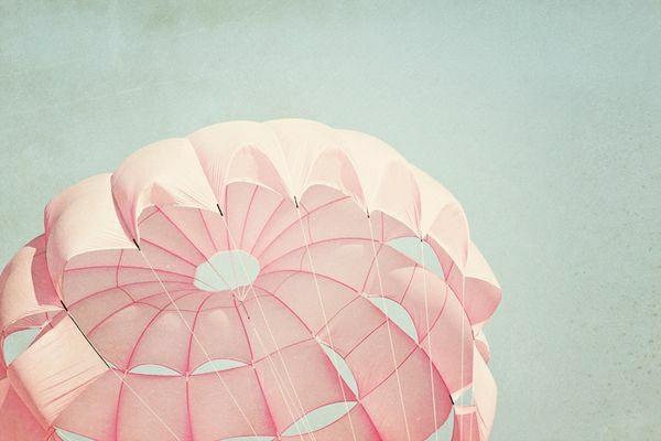 rosa-Fallschirm-Freiheit