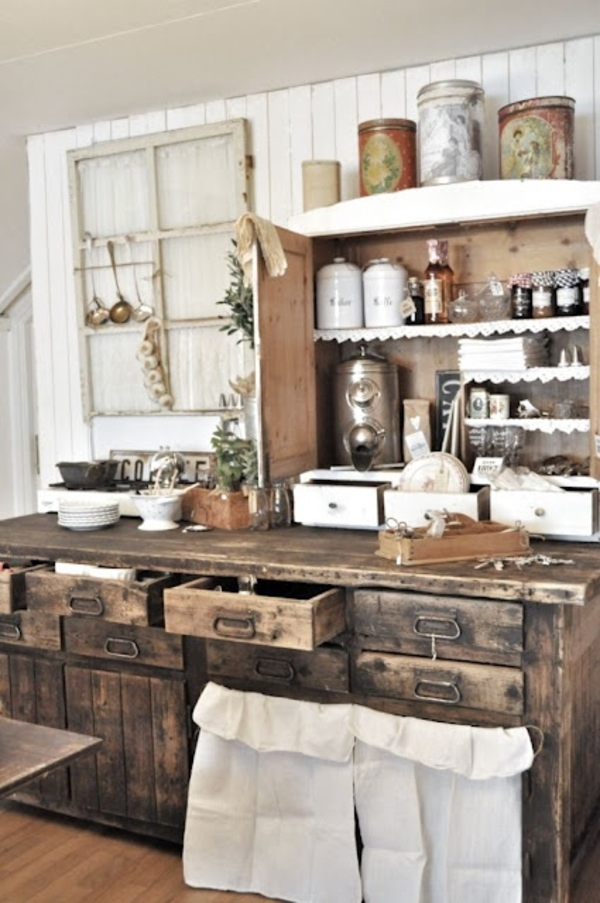 rustikaler-Küchen-Stil-Vintage-hölzerne-Schubladen-Einweckgläser-Küchenschrank