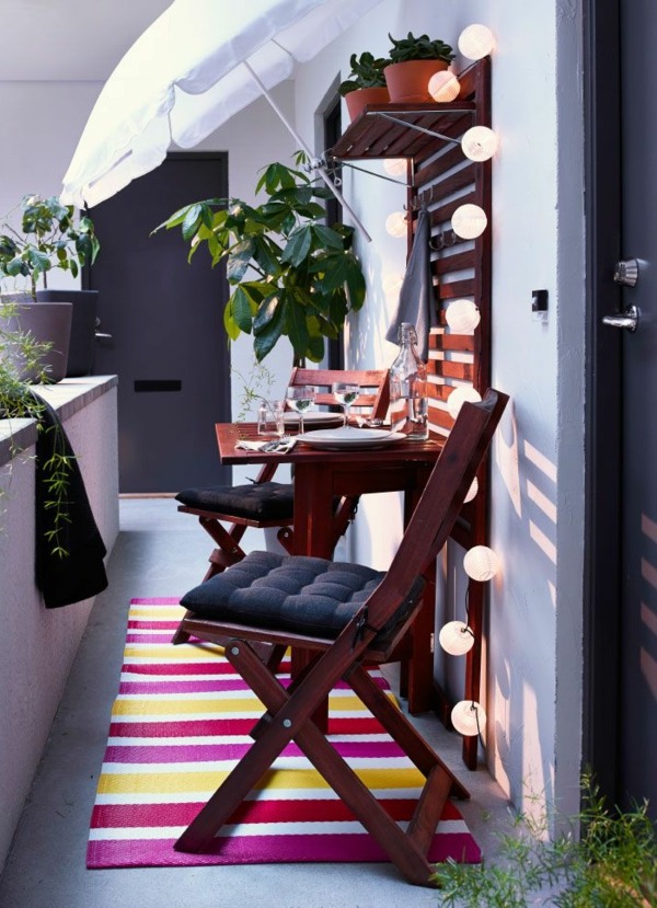 schöne-moderne-einrichtungsideen-balkon-ideen-klapptische-raumsparende-einrichtungsideen-