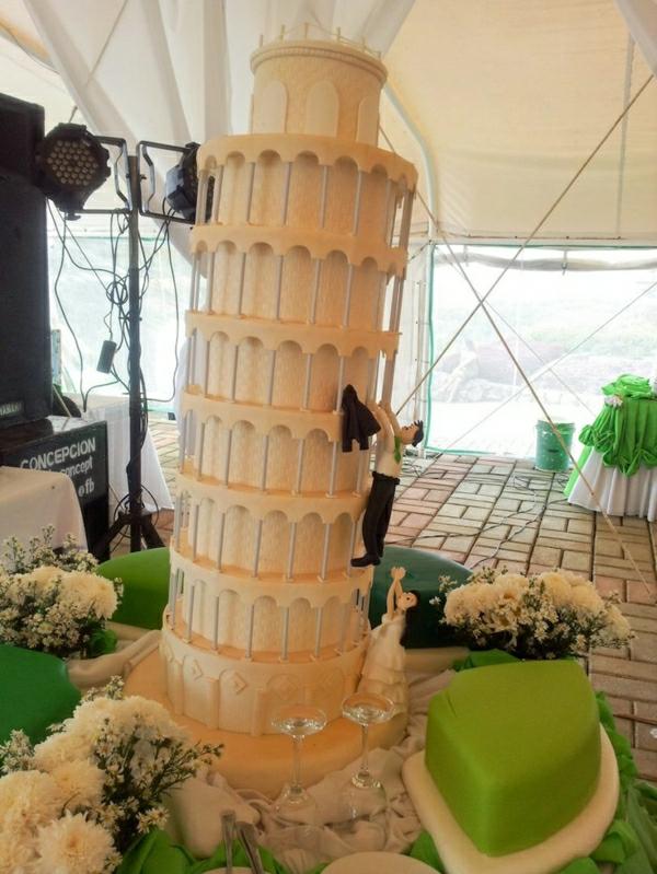 schiefer-Turm-Torte-Hochzeit-Treppe