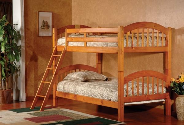 schlafzimmer-aus-massivholz-hölzernes-modell-vom-bett-auf-zwei-etagen