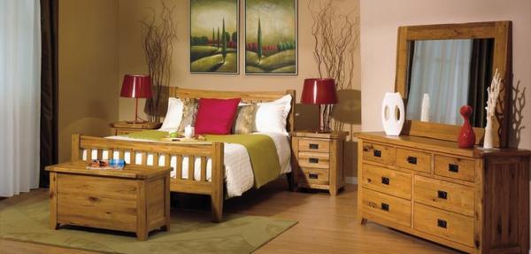 schlafzimmer-aus-massivholz-interessante-hölzerne-kommode
