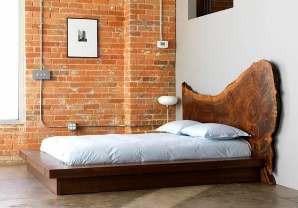 schlafzimmer-aus-massivholz-interessante-wand-aus-ziegeln