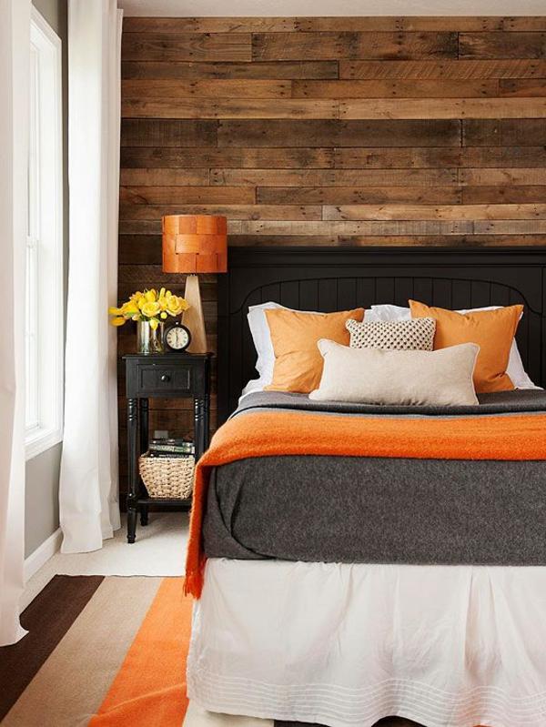 schlafzimmer-aus-massivholz-orange-akzente