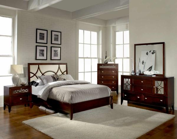 schlafzimmer-aus-massivholz-schöne-bilder-an-der-wand
