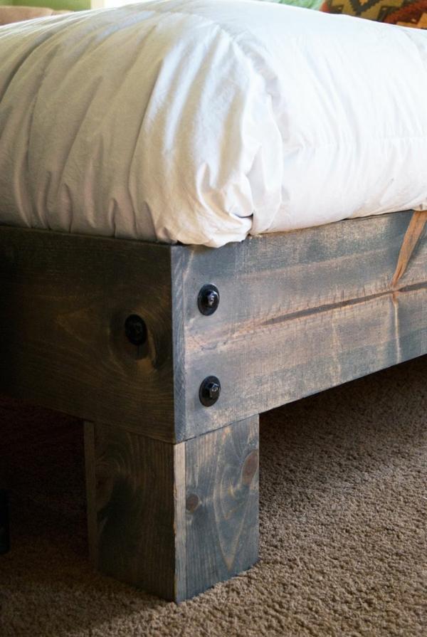 schlafzimmer-aus-massivholz-super-schönes-modell-vom-bett