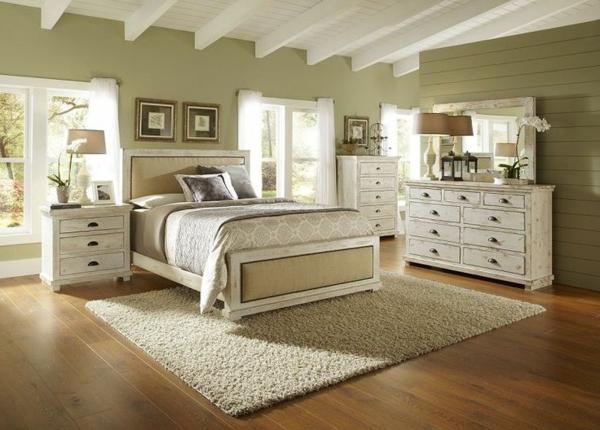 schlafzimmer-aus-massivholz-weißes-interieur