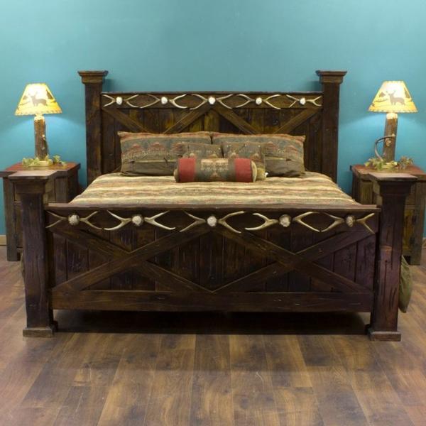 schlafzimmer-aus-massivholz-wunderschönes-modell-vom-bett-blaue-wand