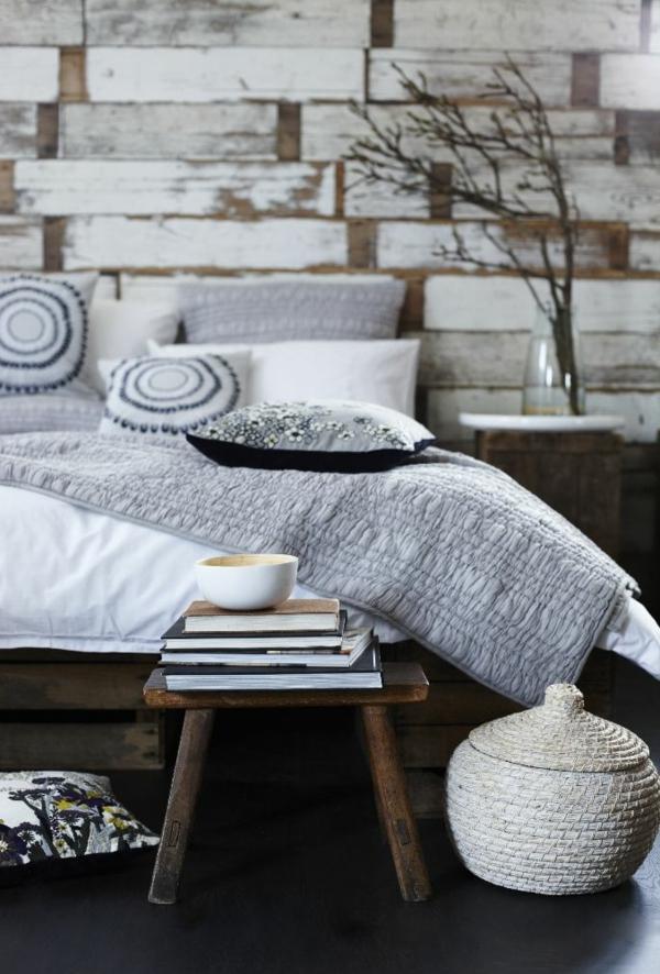 schlafzimmer-aus-massivholz-ziegelwand-modern