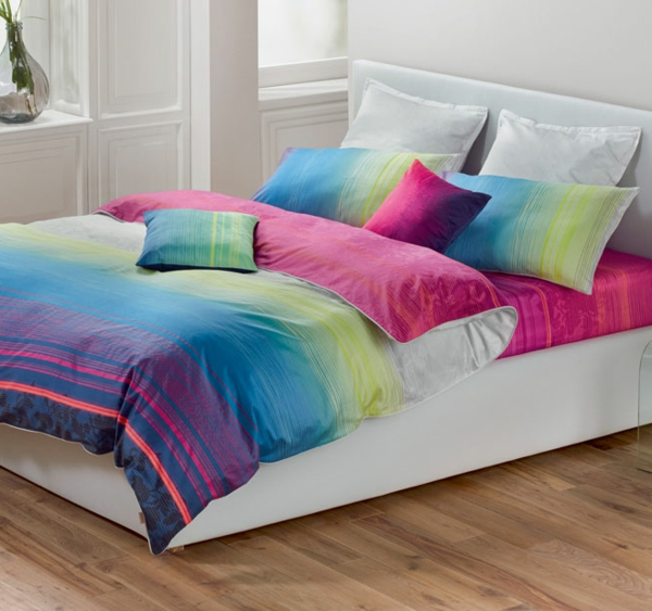 schlafzimmer-einrichten-schöne-bettwäsche-rosa-lila-blau-grün-schlafzimmer-ideen-bettwäsche-bunt Esprit Bettwäsche