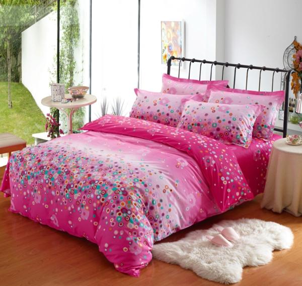 --schlafzimmer-einrichten-schöne-bettwäsche-rosa-schlafzimmer-ideen-bettwäsche