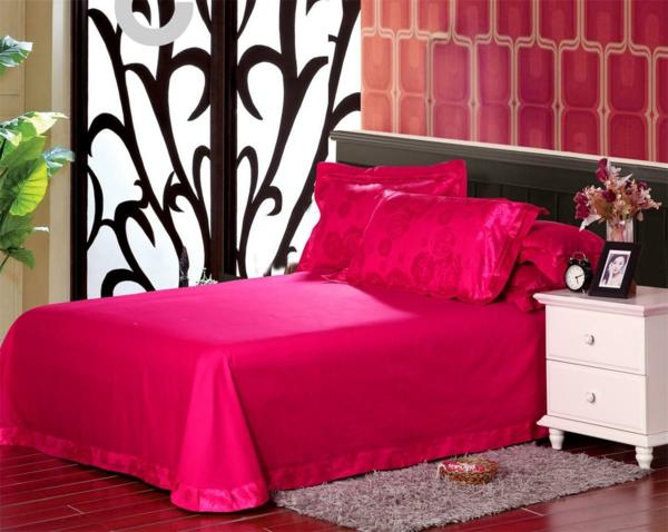 schlafzimmer-einrichten-schöne-bettwäsche-rosa-schlafzimmer-ideen-elegante-bettwäsche-