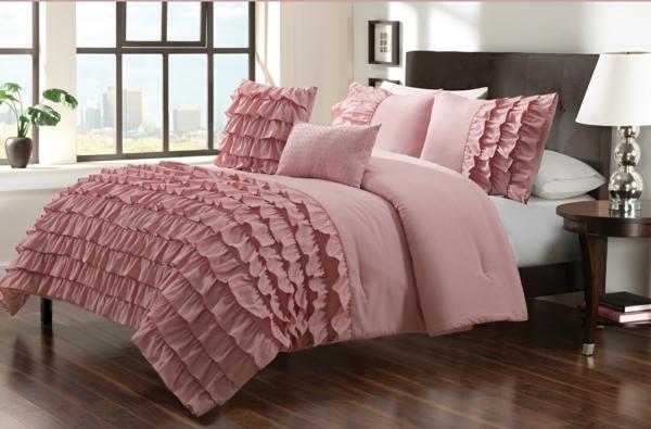 schlafzimmer-einrichten-schöne-bettwäsche-rosa-schlafzimmer-ideen-elegante-bettwäsche