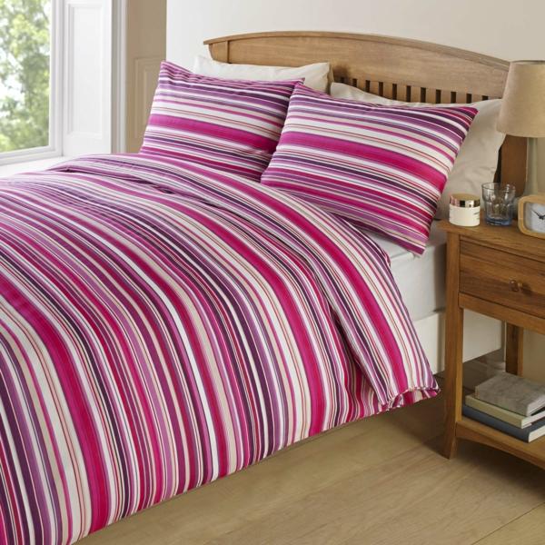 schlafzimmer-einrichten-schöne-bettwäsche-rosa-schlafzimmer-ideen-gestreifte-bettwäsche