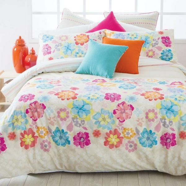 schlafzimmer-einrichten-schöne-bettwäsche-schlafzimmer-ideen-bettwäsche-mit-blumen