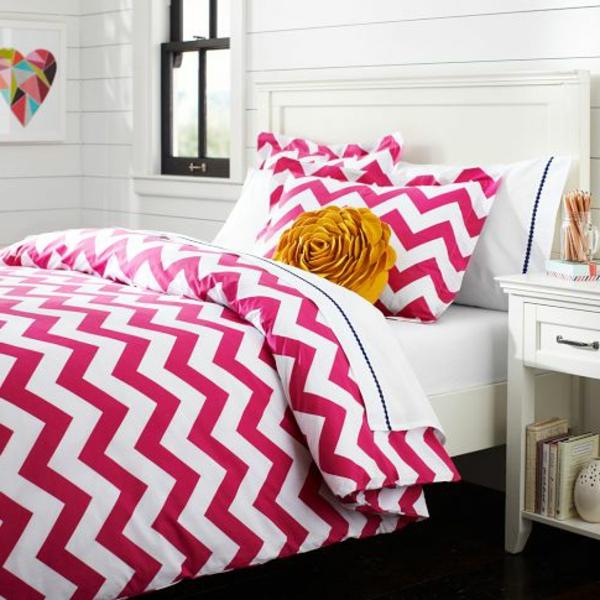 schlafzimmer-inspiration- schlafzimmer-gestalten-schöne-bettwäsche-rosa--
