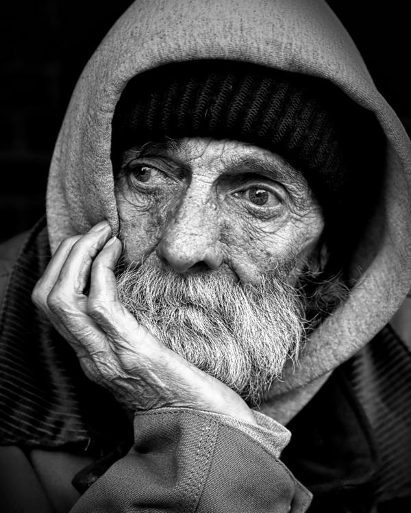 schwarz-weiß-Fotografie-alter-Man-traurig