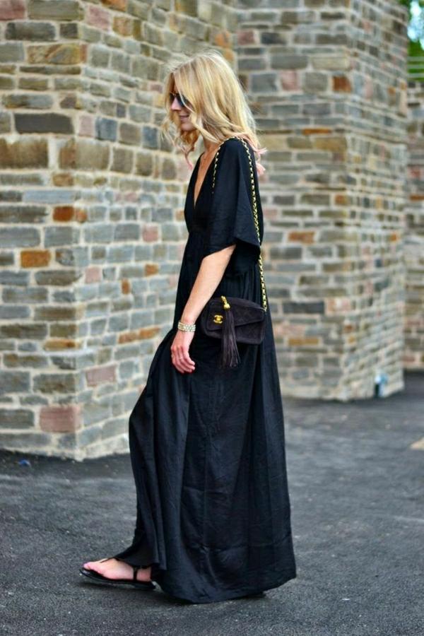 schwarzes-Maxi-Kleid-kleine-Tasche