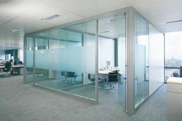 sichtschutz-büro-elegante-gläserne-wände