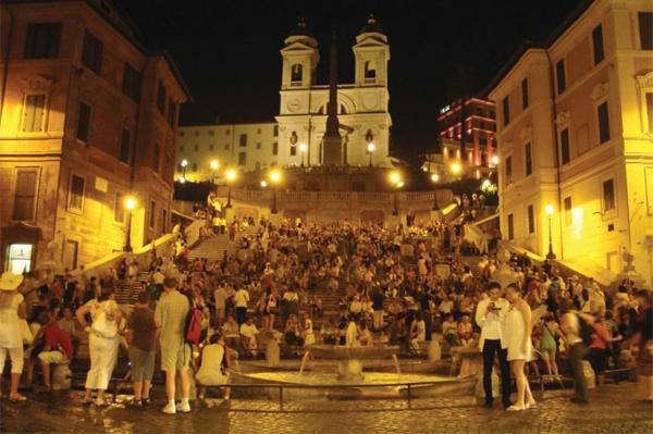 spanische-treppe-foto-in-der-nacht-genommen