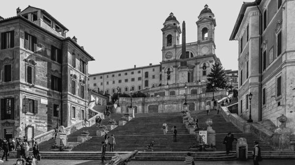 spanische-treppe-foto-in-weiß-und-schwarz - sehr interessante gestaltung