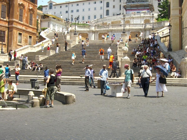 spanische-treppe-viele-touristen-in-rom
