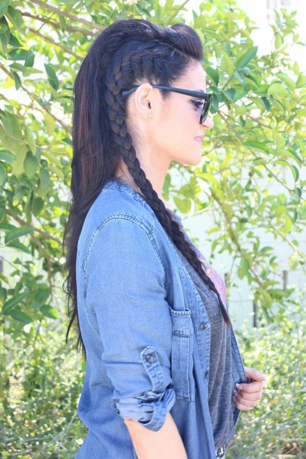 styling-für-lange-haare-attraktive-frisur-mit-einem-langen-zopf
