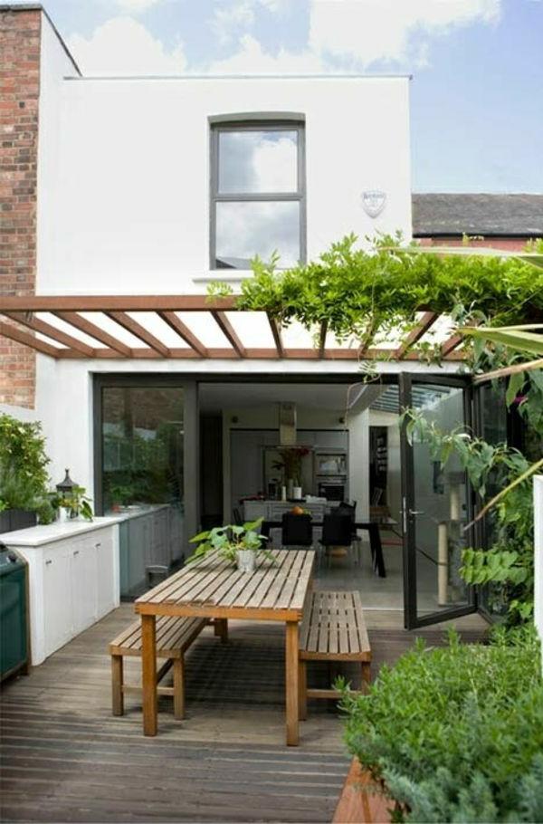 terrassenüberdachung-aus-holz-hölzernes-modell-vom-tisch