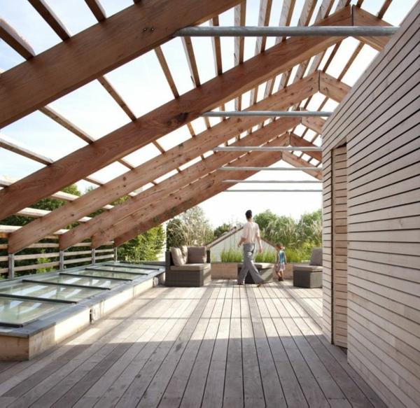 terrassenuberdachung holz unter balkon. Black Bedroom Furniture Sets. Home Design Ideas