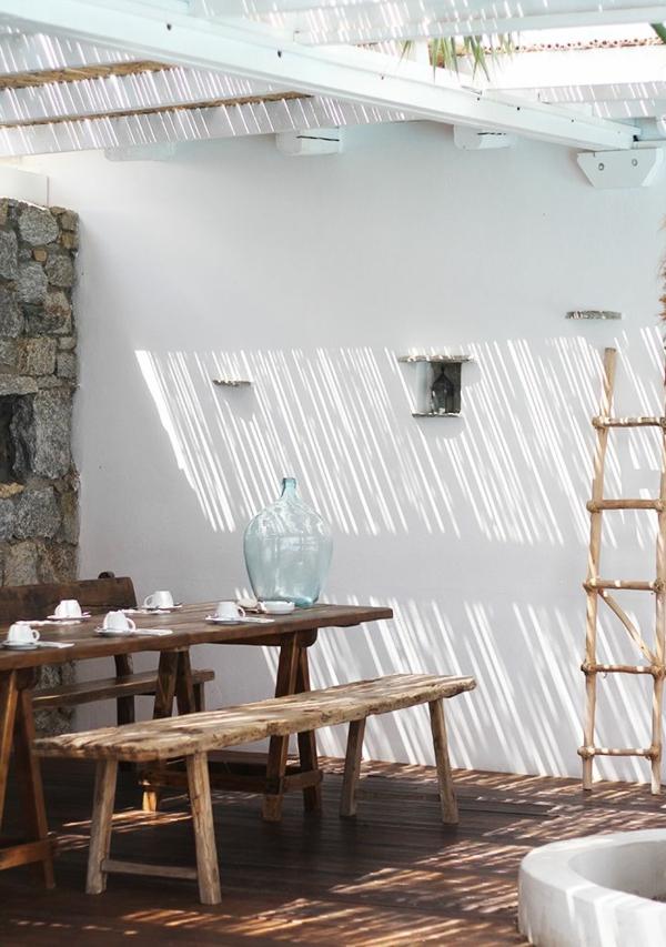 terrassenüberdachung-aus-holz-tolles-aussehen-weißes-design-mit-einer-treppe