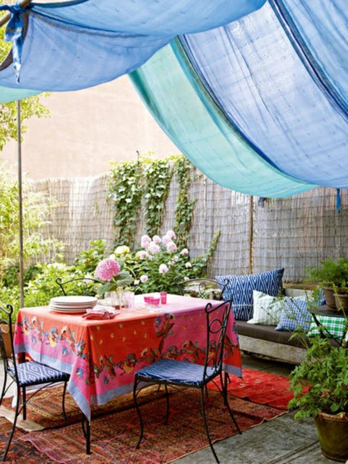terrassen  überdachung-blaue-gardinen