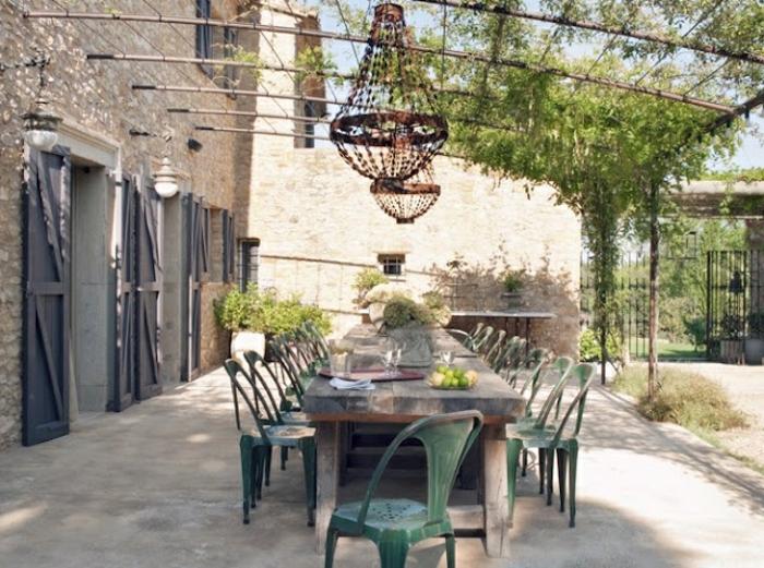terrassen  überdachung-super-schöner-tisch-mit-stühlen