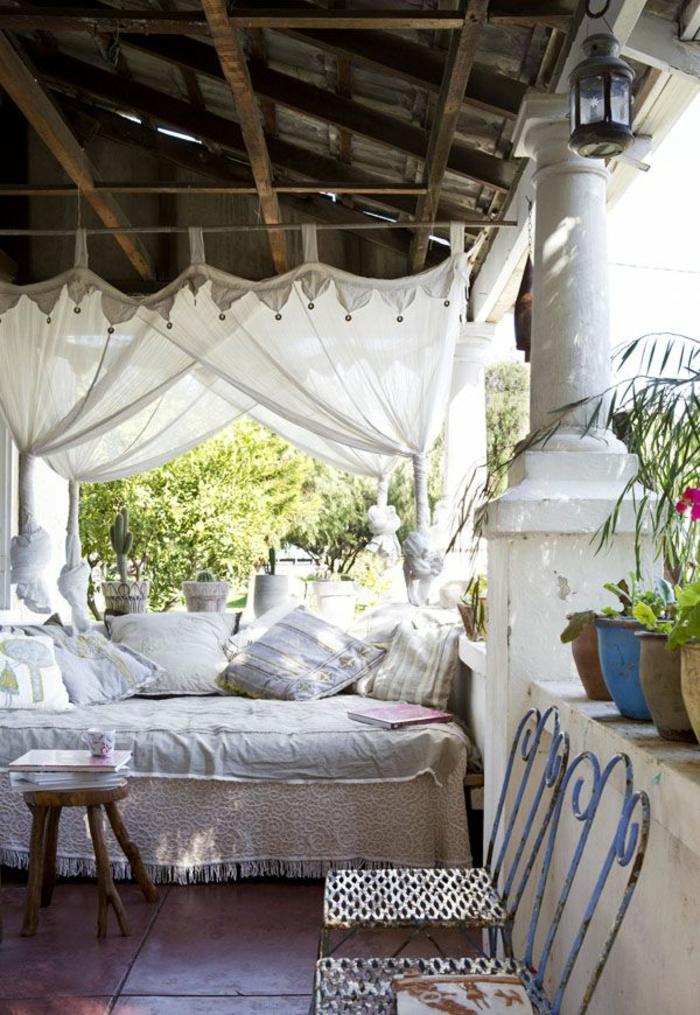 terrassen   überdachung-weiße-schöne-vorhänge
