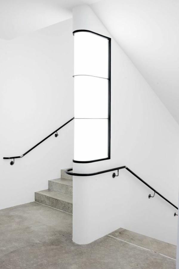 treppen-beleuchtung-weißes-schönes-modell