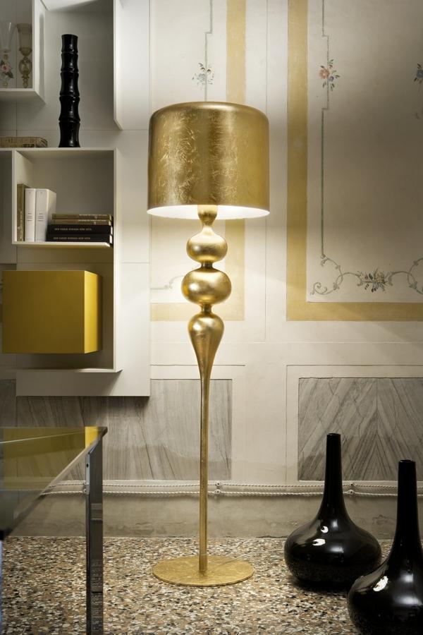 ultramoderne-schicke-lampe-mit-goldener-farbe