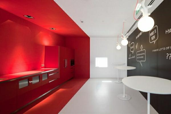 unikale-küche-gestalten-küche-einrichten-einrichtugsideen-kücheneinrichtung -wandgestaltung-rote-wand