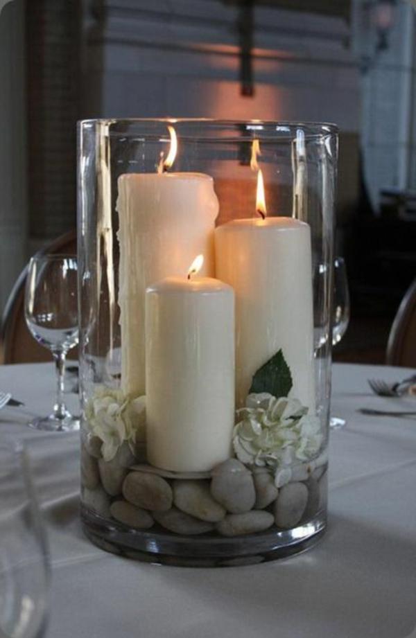 vasen-dekorieren-elegante-weiße-kerzen