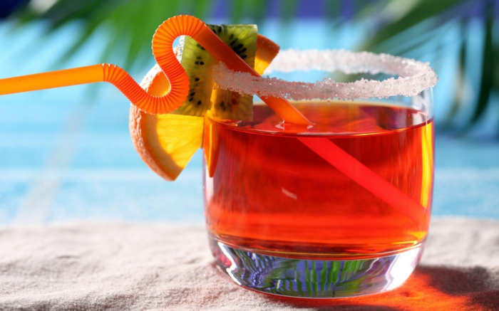 wallpaper-für-sommer-cocktail-in-roter-farbe