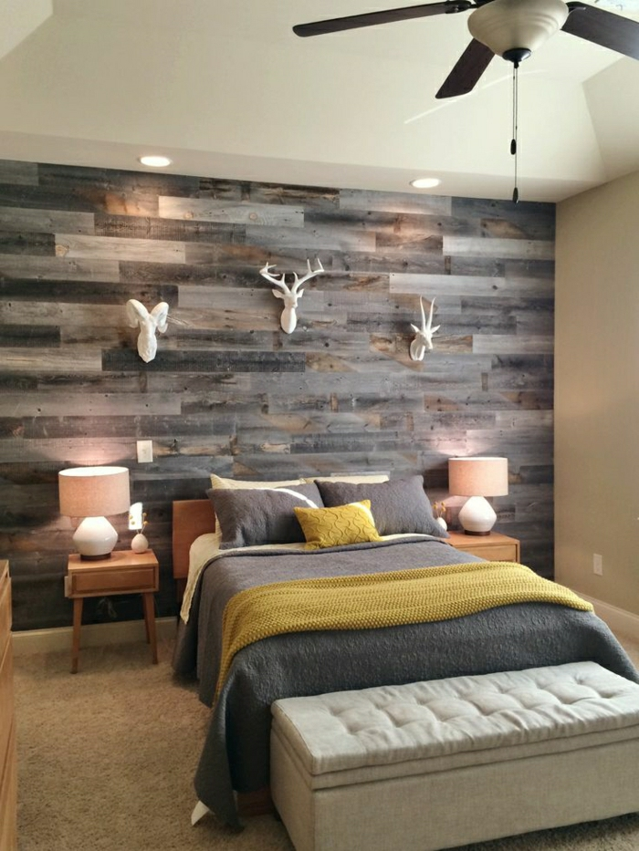schöne wohnzimmer uhren:Schlafzimmer mit schöner Wand aus Holz