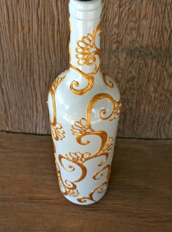 weiße-Flasche-goldene-Henna-Dekoration-handgemalt