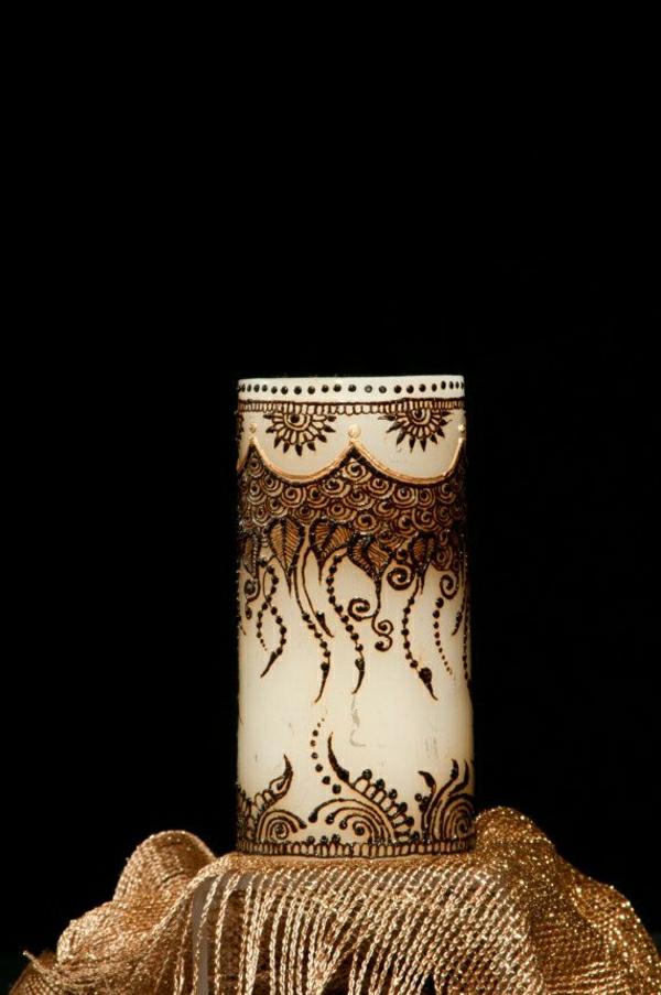 weiße-Kerze-handgemalte-Henna-Dekoration-Golden