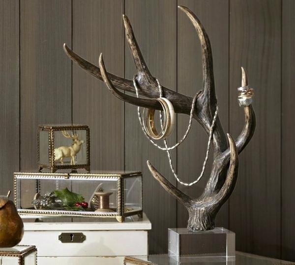 weiße-Kommode-Glas-Hirsch-Figurine-Schmuckständer-Geweih-Kristallsockel-Halskette-Armreife-Ringe