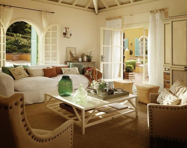 weiße-dekoration-für-landhaus-gemütliches-ambiente-im-zimmer